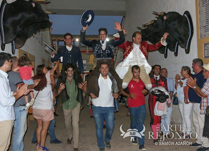 PUERTA GRANDE PARA JOAO RIBEIRO TELLES, EMILIANO GAMERO Y PABLO DOMECQ EN LUCENA. Foto: Ramón Azañón